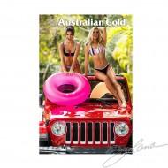 (Filles avec Jeep Rouge)